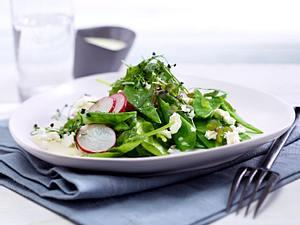 Zuckerschoten-Salat mit Spinat Rezept