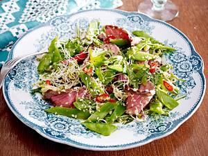 Zuckerschoten-Sprossen-Salat mit Steakstreifen Rezept