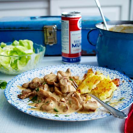 Züricher Geschnetzeltes mit Kopfsalat und Joghurtdressing Rezept