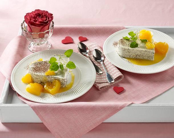 Zum Valentin: Mohnparfait mit Herzaprikosen Rezept