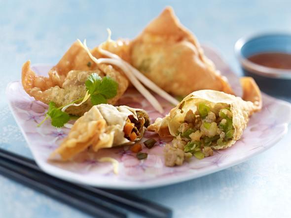Zweierlei frittierte Wan Tan mit süßsaurer Soße Rezept