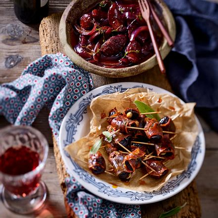 Zweierlei Tapas – Chorizo-Pflaumen-Päckchen und Chorizo in Rioja Rezept