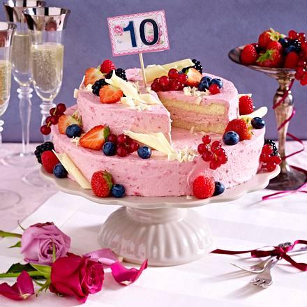 Zweistockige Jubilaums Sahnetorte Mit Beerenfruchten Rezept Lecker