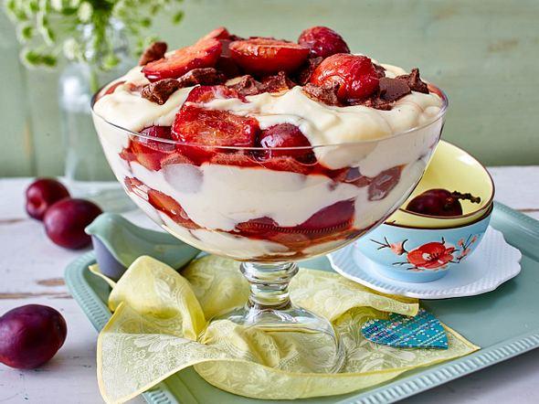 Zwetschen-Vanille-Trifle mit Knusperflocken Rezept