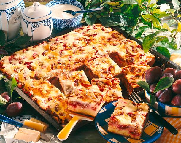Zwetschenkuchen mit Crème-fraîche-Guss Rezept