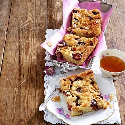 Zwetschgenkuchen mit Mandelguss Rezept