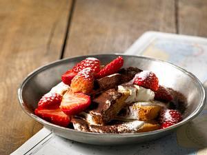 Zwieback mit Dickmilch und Erdbeeren Rezept
