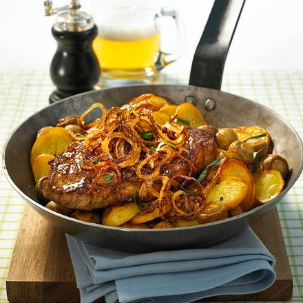 zwiebel steaks zu champignons und bratkartoffeln rezept chefkoch rezepte auf. Black Bedroom Furniture Sets. Home Design Ideas