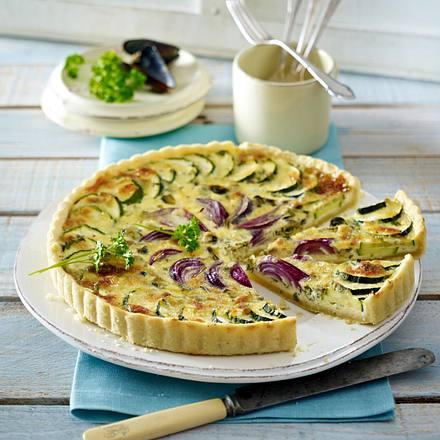 Zwiebel-Tarte mit Muscheln und Zucchini Rezept