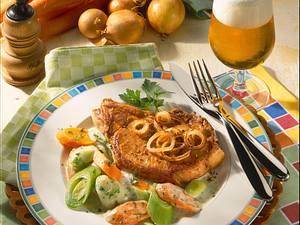 Zwiebelkotelett mit Möhren-Porree-Petersilien-Rahm Rezept