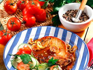 Zwiebelkotelett mit Tomaten-Gurken-Salat Rezept