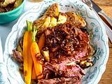 Zwiebelrostbraten mit glasierten Möhren und Röstkartoffeln Rezept