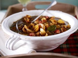 Zwiebelsuppe mit Kartoffeln und Kasseler Rezept