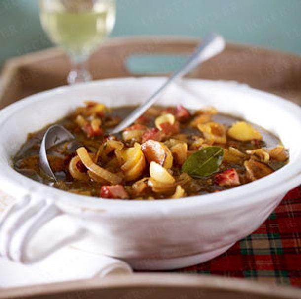 Zwiebelsuppe mit Kasseler und Kartoffeln Rezept