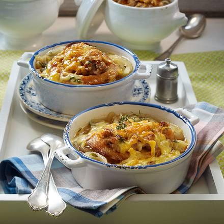 Zwiebelsuppe mit Mett-Croûtons Rezept