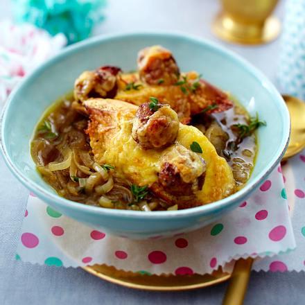 Zwiebelsuppe mit Parmesan-Hackbällchen Rezept