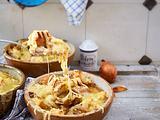 Zwiebelsuppe mit Weißbrotcroutons Rezept